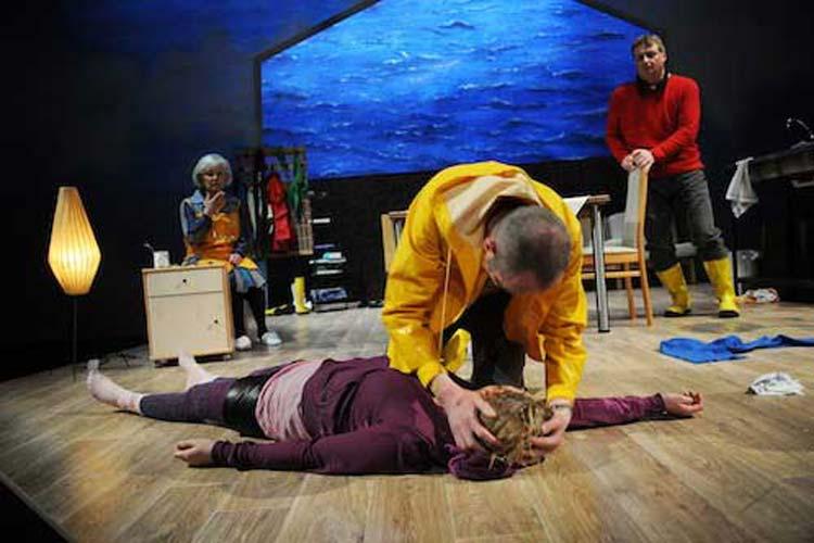 Die Premiere von Mudder Mews wurde gefeiert, einem niederdeutschen Stück der August-Hinrichs-Bühne am Oldenburgischen Staatstheater.