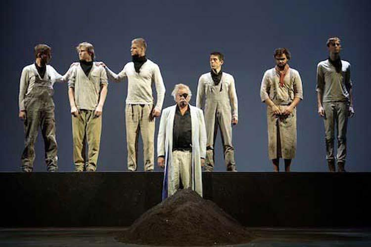 Das Oldenburgische Staatstheater eröffnete mit der Premiere von Krabat die Saison der niederdeutschen August-Hinrichs-Bühne.