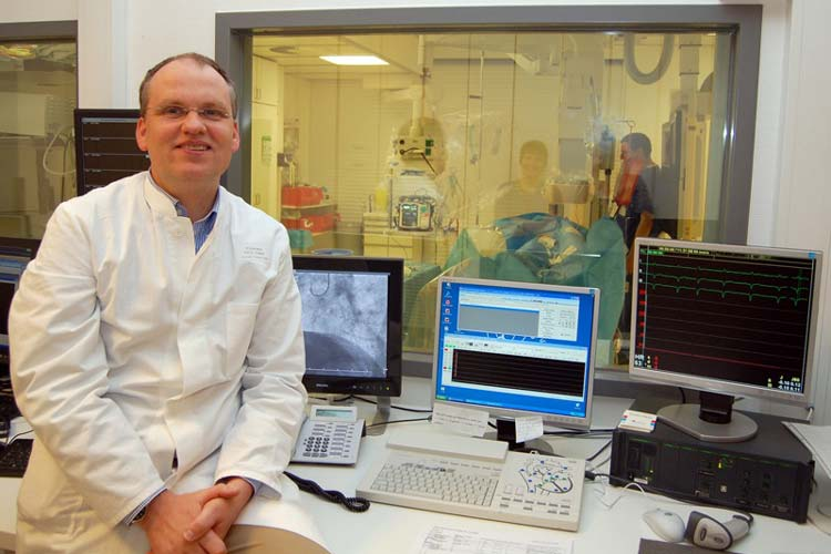 Prof. Dr. Albrecht Elsässer im Herzkathederlabor des Klinikums Oldenburg.
