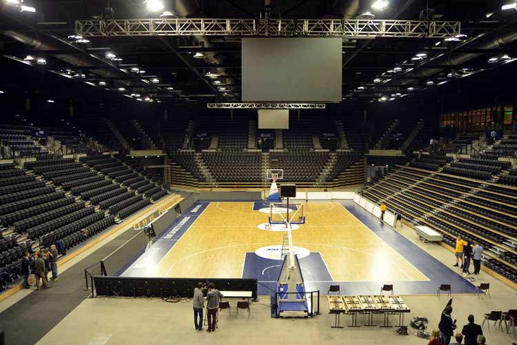 Die neue EWE Arena, eine Mehrzweckhalle für 27,4 Millionen Euro, wurde pünktlich in Oldenburg eingeweiht.