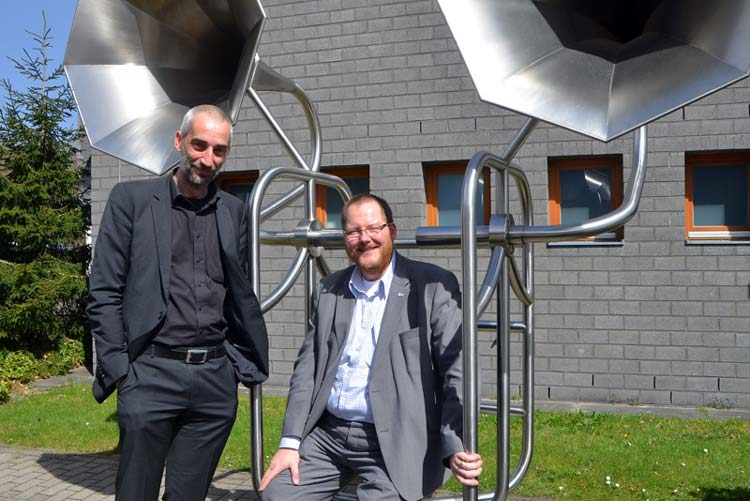 Hörforscher Dr. Jens Appell und Clustermanager von Automotive Nordwest Matthias Brucke schärfen das Gehör von Autoproduzenten und Zulieferern.