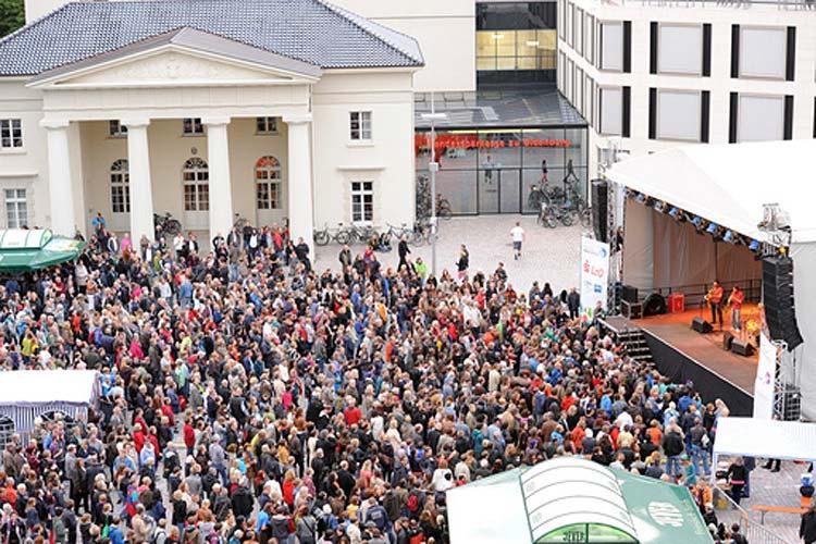 Die Kultursommer Bühne auf dem Oldenburger Schlossplatz.
