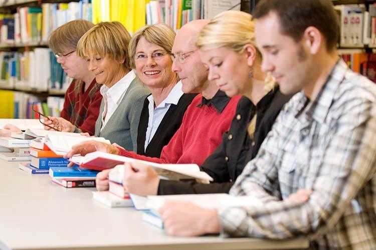 Die Dozenten der Jade Hochschule gehen direkt in den Betrieb mit individuellen und passgenauen Weiterbildungen.
