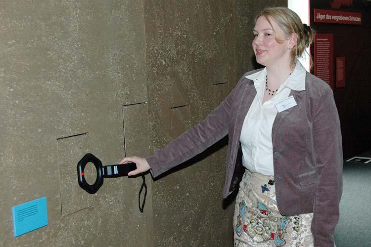 Mit Metallsonden können die Besucher des Oldenburger Landesmuseums Natur und Mensch auf Schatzsuche gehen.