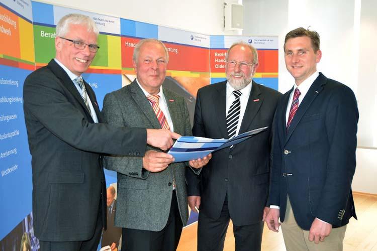 Betriebsberater Klaus Hurling, Manfred Kater, Wilfried Müller und Jens Uwe Thormählen präsentierten gute Konjunkturdaten für das Handwerk.