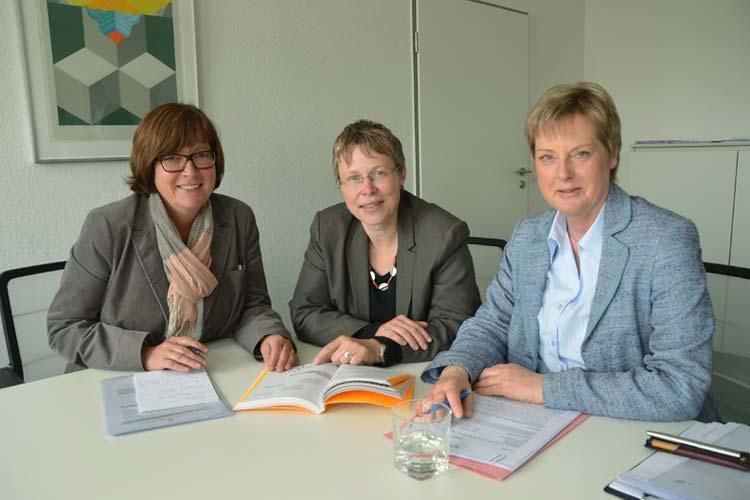 Dagmar Sachse und Inge Voigtländer stellten die neue Leiterin der Fachstelle Inklusion, Susanne Jungkunz, vor.