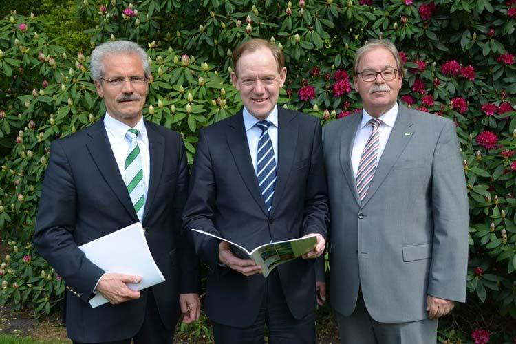 Legten eine positive Bilanz 2012 für den Genossenschaftsverband Weser-Ems vor: Geschäftsführer Harald Lesch, und die Verbandsdirektoren Rainer Backenköhler und Georg Lutmathe.