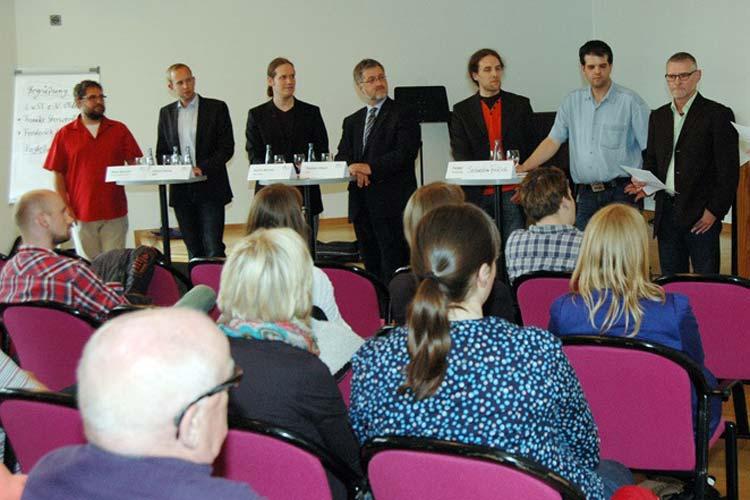 eter Meiwald (Bündnis 90/Die Grünen), Dennis Rohde (SPD), Martin Michels (Die Linke), Stephan Albani (CDU), Holger Lubitz (Piratenpartei) und Sebastian Fröhlich (FDP) äußern sich zu den Fragen der Moderatoren Frederick Schnittker und Frauke Sterwerf.
