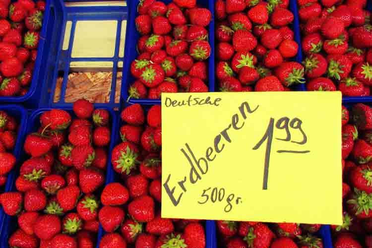 Beim Kauf von Erdbeerschalen sollten Kunden auf die Preisauszeichnung achten.