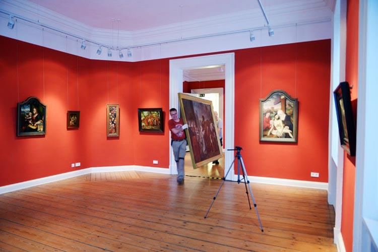 Rund 50 Gemälde aus dem Augusteum sind in das Prinzenpalais gebracht worden, wo sie gegenwärtig zu sehen sind.