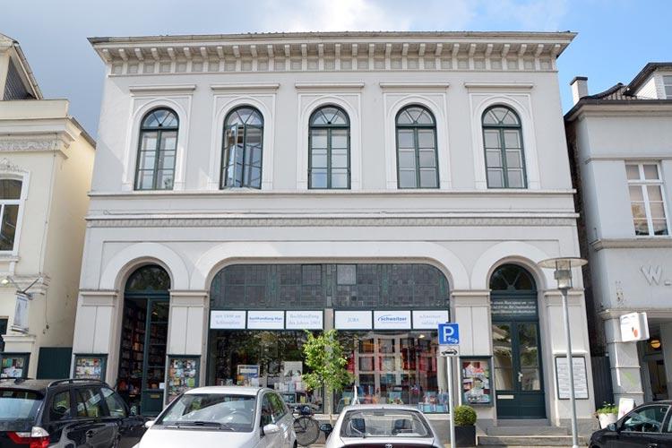 Im Haus Schlossstraße 21/22 soll die erste Postkarte erfunden worden sein.