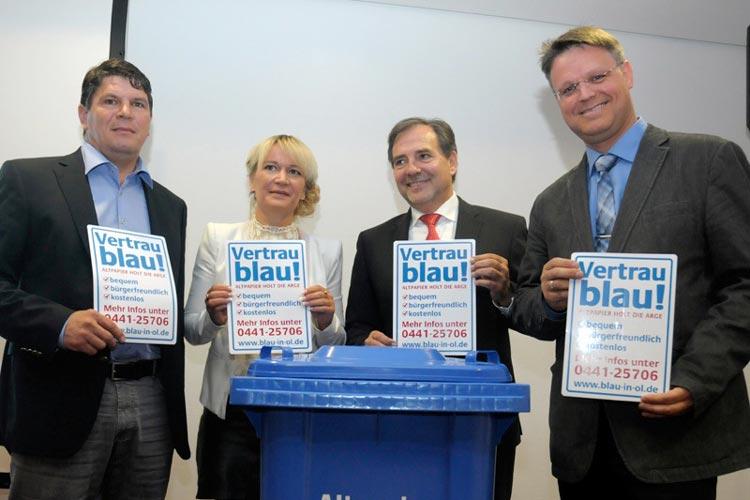 Ulrich Kinner sowie Oliver Springer, Kerstin Meyer und Carsten Heine wollen auch künftig Altpapier in Oldenburg einsammeln.