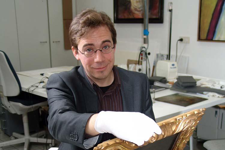 Dr. Marcus Kenzler ist noch bis Oktober 2015 als Provenienzforscher im Landesmusuem für Kunst und Kulturgeschichte tätig, um NS-Raubkunst aufzuspüren. Danach endet sein Vertrag.