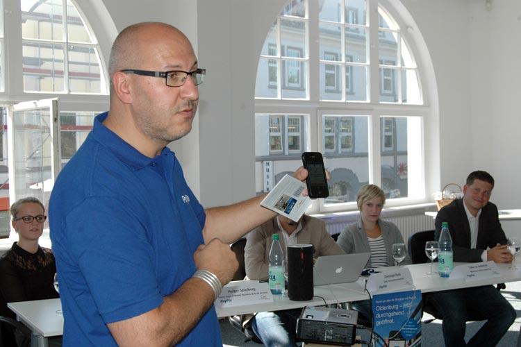 Ab sofort kann man in Oldenburg rund um die Uhr einkaufen. Das macht das bundesweit einzigartige Pilotprojekt QRShopping von PayPal möglich.