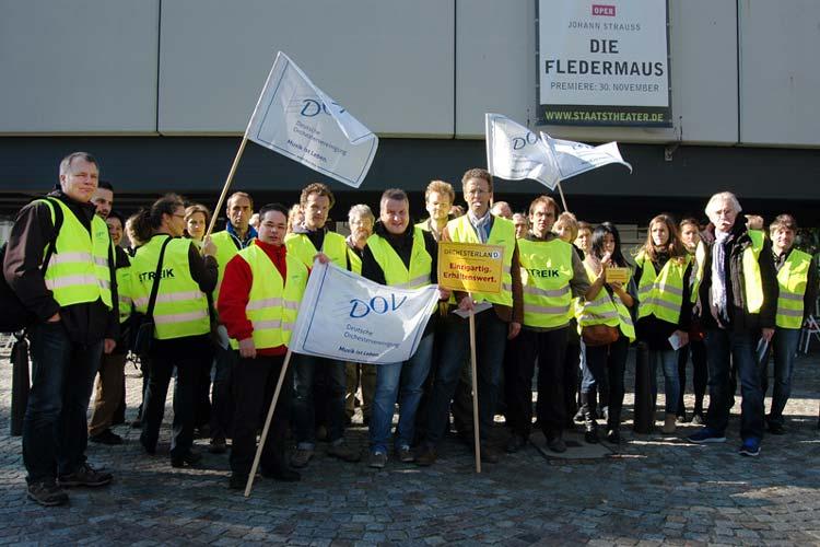 Die Mitglieder des Orchesters im Oldenburgischen Staatstheater nahmen am bundesweiten Warnstreik teil.