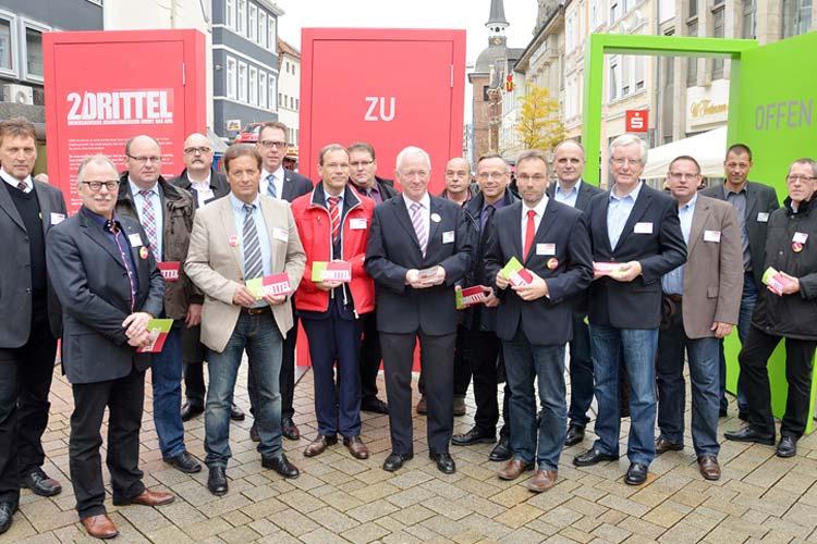 Verantwortliche von 17 Kliniken aus Niedersachsen haben in Oldenburg mit der 2Drittel-Kampagne auf die Finanzsituation ihrer Häuser hingewiesen.
