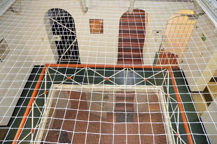 Auf allen Gefängnisebenen gab es in der alten JVA, um Suizide zu verhindern.