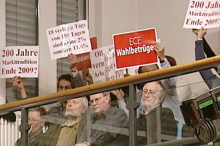 Bei den Grünen und ihren Anhängern herrschten Enttäuschung und Wut über die Wankelmütigkeit der CDU-Fraktion wie hier in einer Ratssitzung nach der Entscheidung für das Einkaufszentrum.