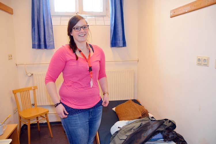 Bevor der Knast im März endgültig geschlossen wurde, erlebten Jurastudierende für drei Tage den Gefängnisalltag und ließen sich in Zellen einschließen wie hier Lea Benning aus Münster.