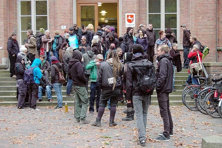 Im Oldenburger Landgericht wurde die Räumungsklage der Stadt Oldenburg gegen die Wagenburg verhandelt.