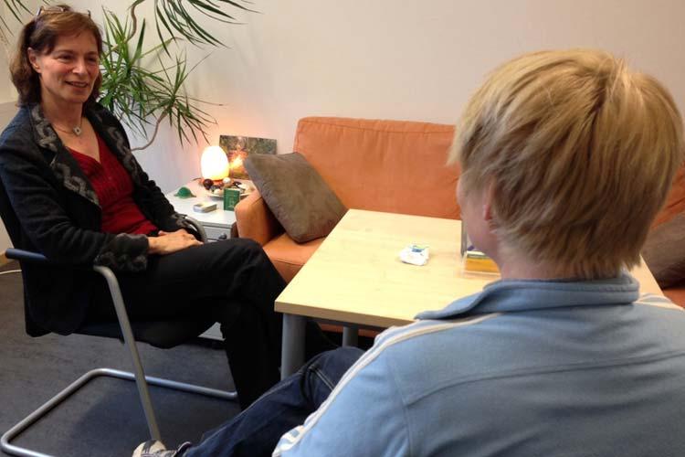 Jede achte Frau in Deutschland ist von Brustkrebs betroffen. Um das Risiko so gering wie möglich zu halten, gibt es ein umfangreiches Vorsorgeangebot. Katrin Zempel-Bley sprach darüber mit Dagmar Lienau, Leiterin der Krebsberatungsstelle im Gesundheitsamt Oldenburg.