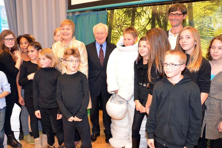Als Ehrengast begrüßte Sachbuchautorin Maja Nielsen den Ehrengast Dr. Sigmund Jähn, der als erster deutscher Kosmonaut in den Weltraum geschossen wurde.