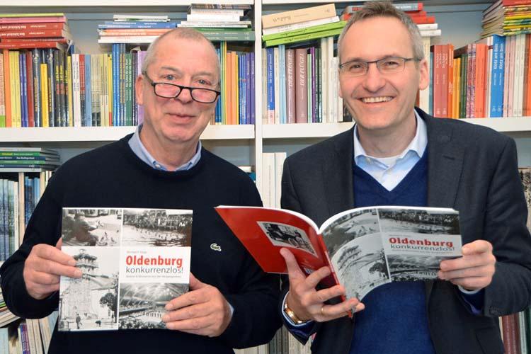 Michael Hopp und Verleger Florian Isensee präsentierten das Buch Oldenburg konkurrenzlos.
