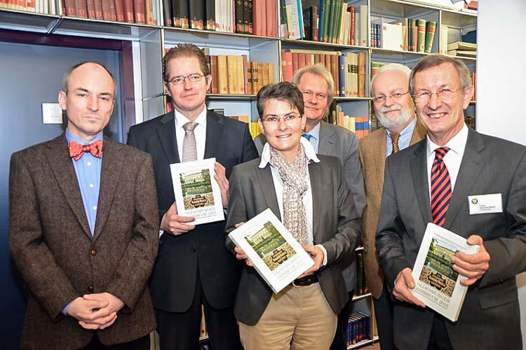 Stellten das neue Oldenburger Jahrbuch vor: Jörgen Welp, Jörg Heiduk, Gabriele Mesch, Peter-René Becker, Richard von Busse und Reinhard Rittner.