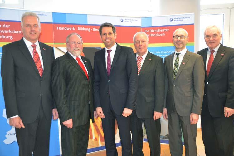 Wirtschaftsminister Olaf Lies will mit Klaus Higgen, Wilfried Müller, Manfred Kater, Heiko Henke und Michael Koch an einem Strang ziehen.
