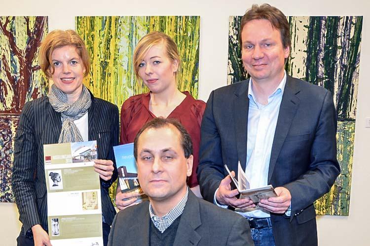 Das städtische Museumsteam (von links): Dr. Jutta Moster-Hoos, Kathrin Jaumann, Dr. Andreas von Seggern und vorne Dr. Friedrich Scheele zogen Bilanz und gaben einen Ausblick auf ihr Programm.