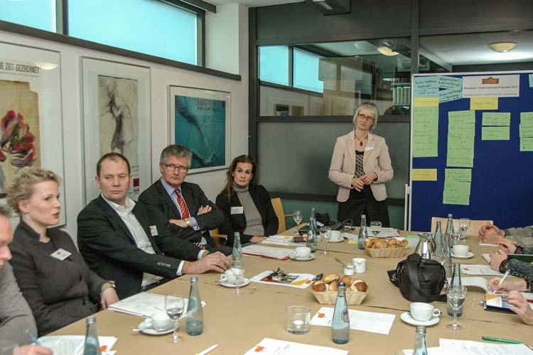 Der Vorstand des Verkehrsvereins Oldenburg mit (von links) Gesa Wieting-Mühlhausen (Hotel Wieting), Helmut Jordan (Jordan Mediengestaltung), Oberbürgermeister Dr. Gerd Schwandner und Andrea Schmitz (Altera Hotel) initiierten das Forum. Die OTM-Geschäftsführerin Silke Fennemann berichtete über den Tag im Stadtmuseum.