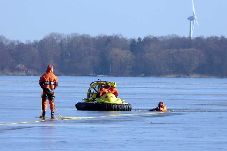 Diese Trainingseinheiten auf dem Eis des Zwischenahner Meeres kosten Nerven.