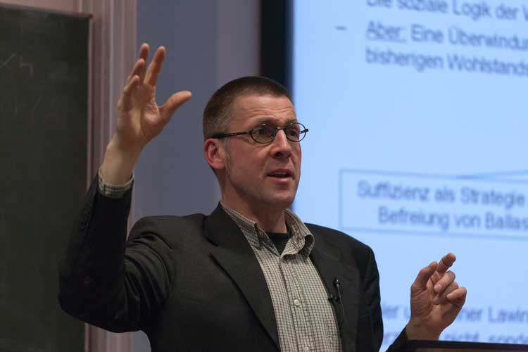 Prof. Dr. Niko Paech wird mit dem Zeit Wissen-Preis Mut zur Nachhaltigkeit ausgezeichnet.