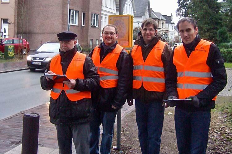 Zählten das Verkehrsaufkommen der Radfahrer an der Auguststraße in Oldenburg: Ratsherr Joachim Voß, Fraktionsmitarbeiter Daniel Kaszanics, Ratsherr Olaf Klaukien und Fraktionsmitarbeiter Markus Berg.
