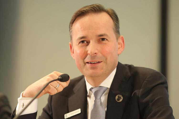 OLB-Vorstandsvorsitzender Dr. Achim Kassow stellte die Bilanz 2013 vor.