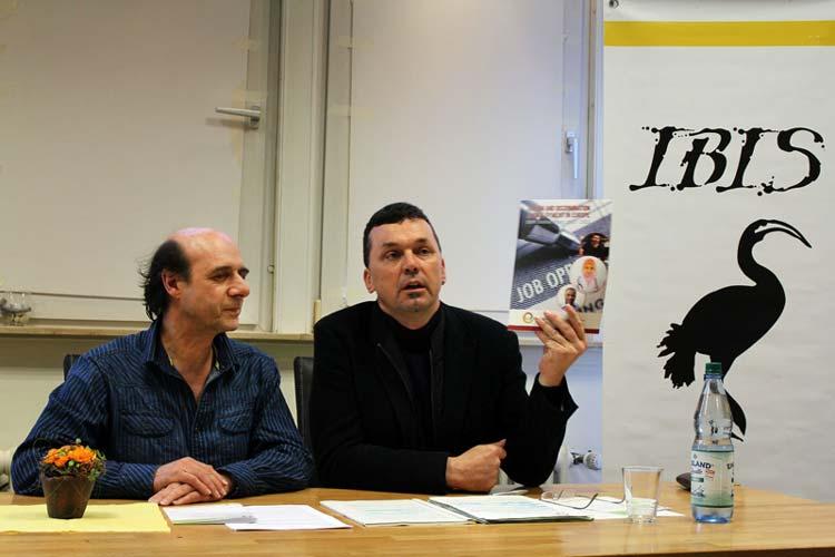 Uwe Erbel von IBIS und  Dr. Andreas Hieronymus von iMiR stellten den ENAR-Schattenbericht gegen Rassismus an deutschen Arbeitsplätzen in Oldenburg vor.