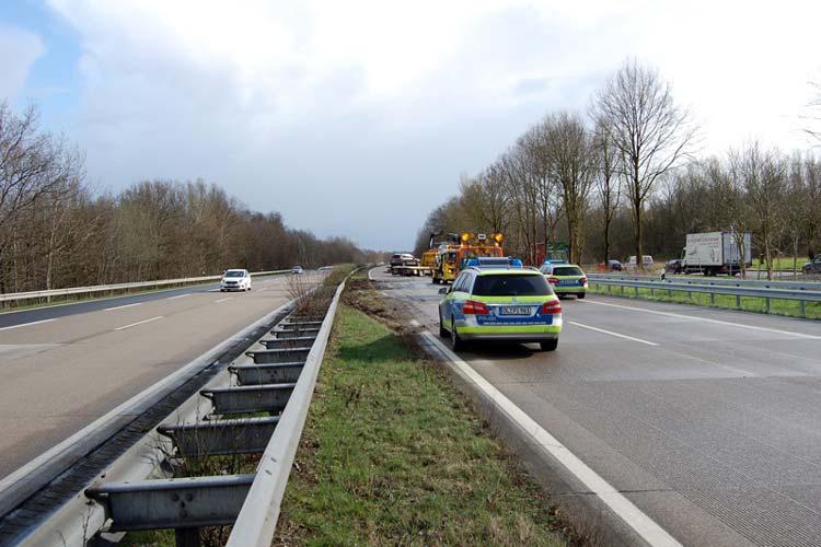 Auf der A29 ereignete sich heute, 24. März, ein schwerer Verkehrsunfall. Ursache dafür war ein Regen- und Hagelschauer. Sieben Fahrzeuge waren an den Zusammenstößen auf der Strecke zwischen dem Autobahnkreuz Oldenburg-Nord und der Anschlussstelle Ohmstede, Richtung Osnabrück, beteiligt.