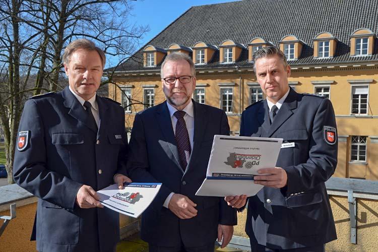 Dieter Buskohl, Johann Kühme und Markus Wallenhorst stellten die Verkehrsunfallstatistik für die Polizeidirektion Oldenburg vor.