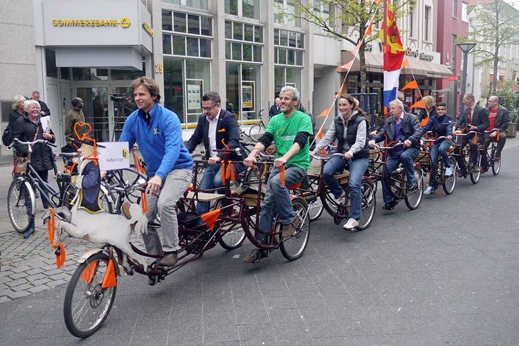 Die erste Tour mit dem Groningener Botschaftsfahrrad führte durch die Oldenburger Innenstadt.