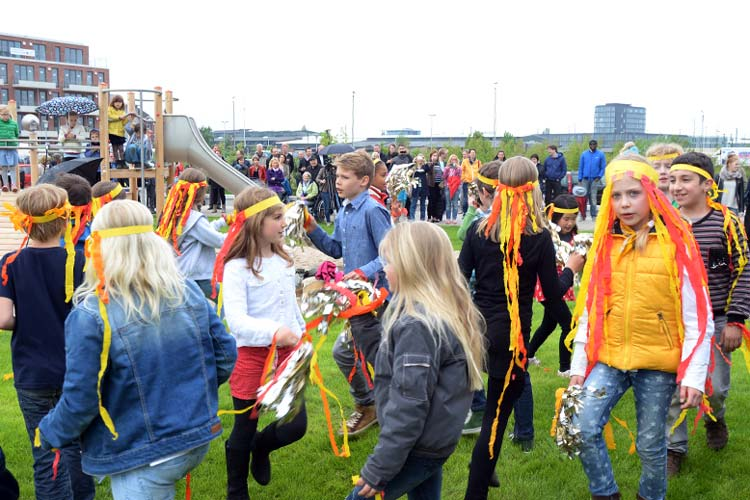 Kinder der Wallschule sorgten für eine fröhliche Eröffnungsfeier.