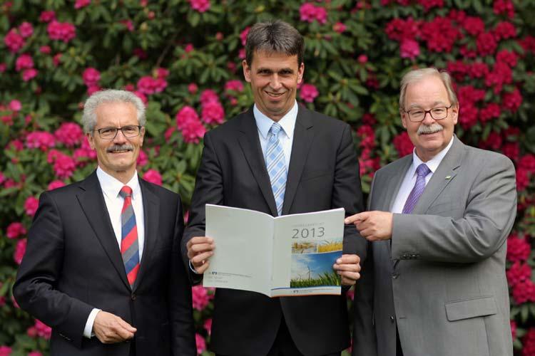 Stellten die Geschäftsergebnisse 2013 der genossenschaftlichen Unternehmen vor: die Verbandsdirektoren Georg Litmathe und Johannes Freundlieb mit Abteilungsleiter Harald Lesch.