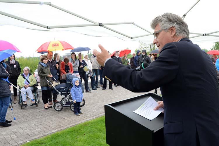 Oberbürgermeister Gerd Schwandner bei der offiziellen Einweihungsfeier der Hafenpromenade am Alten Stadthafen.