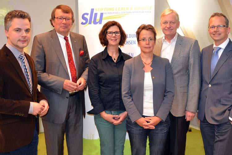 Diskutierten über die WWF-Studie zum Jade-Weser-Port: Felix Jahn, John Niemann, Moderatorin Susanne Menge, Beatrice Claus, Prof. Dr. Frank Ordemann und Holger Banik.
