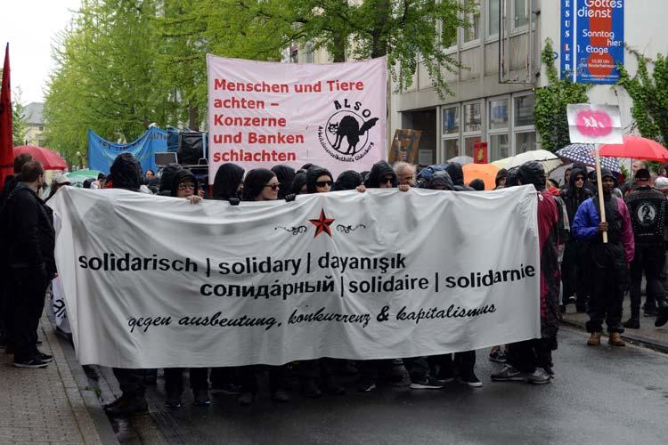 Bei der Autonomen-Demo am 1. Mai 2014 in Oldenburg wurde gegen Ausbeutung, Konkurrenz und Kapitalismus demonstriert.