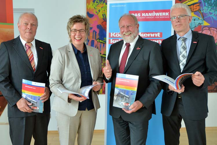 Die Handwerker in Oldenburg spüren die Konsumlaune. Manfred Kater, Helma Hartgen, Wilfried Müller und Klaus Hurling stellten die HWK-Konjunkturumfrage vor.
