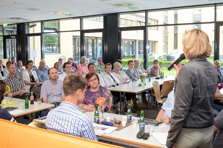 Rund 100 Mitglieder der Werbegemeinschaften trafen sich in der EWE-Kantine an der Cloppenburger Straße.