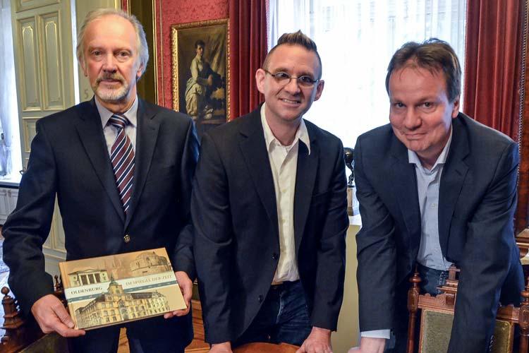 Dr. Martin Wein stellte zusammen mit dem Leiter des Stadtmuseums Dr. Andreas von Seggern und Bernd Geisler vom media Verlag seine Oldenburger Stadtchronik vor.