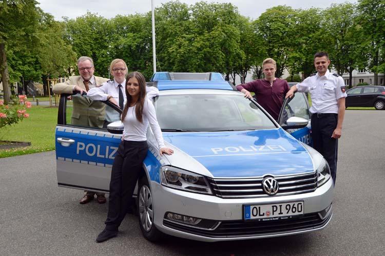 Bevor ihre Ausbildung zum Polizist beginnt, lernten Adriana Wojtke und Jonas Osmer den Polizeipräsidenten Johann Kühme und ihre zukünftigen Kollegen Janina Schäfer und Stefan Merhauer kennen.