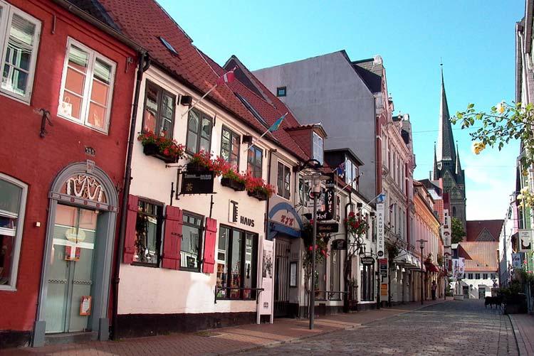Die Oldenburger Innenstadt soll attraktiver werden. Als Vorlage könnte die Rote Straße in Flensburg dienen.