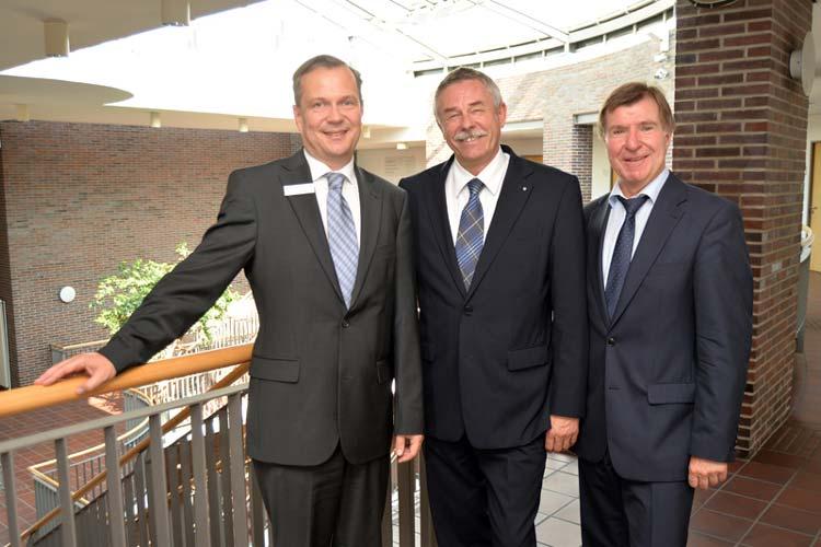 Klaus Stietenroth verabschiedete Berndt Wozniak in den Ruhestand und führte Dr. Thorsten Müller in das Amt des Vorsitzenden Geschäftsführers der Arbeitsagentur Oldenburg-Wilhelmshaven ein.